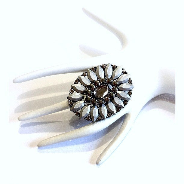 Image of Oval Jewelled Ring