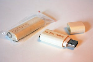 Image of Colfach USB flash (4 GB) - In The Valley