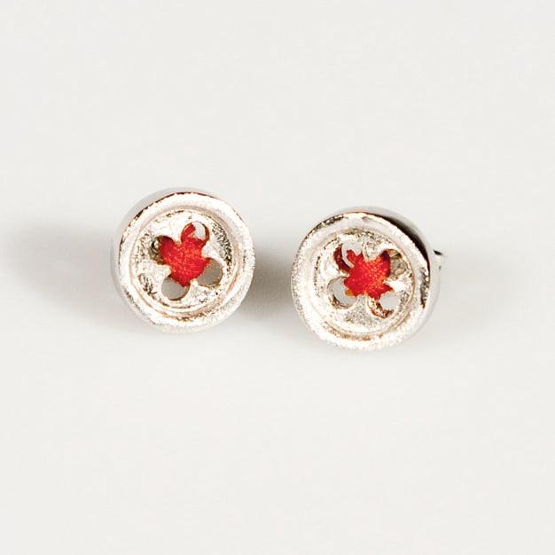 Image of Oorknoopjes dik met rode draad, oorstekers, Antwerpen, zilver, juweelontwerper