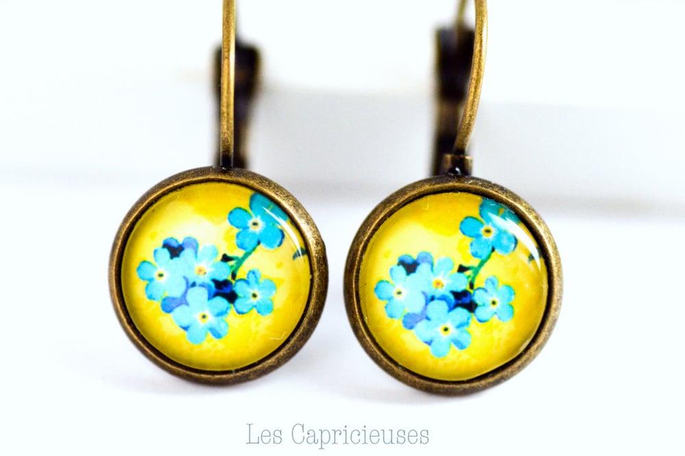 Image of Dormeuse 'Ines' Boucles d'oreilles fleur bleu jaune