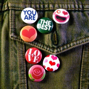 "Image of Studio Bento ""Best"" 1"" Buttons - Set of 7"
