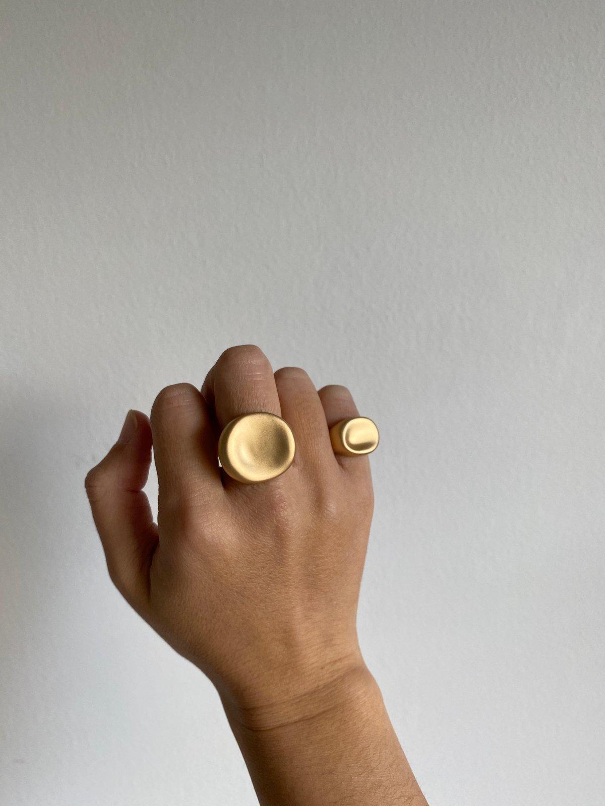 Image of Palette Signet Ring Large (Matte gold)