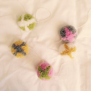 Image of HOT-CROSS-POM GARLAND