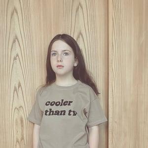 TV T-shirt Clay