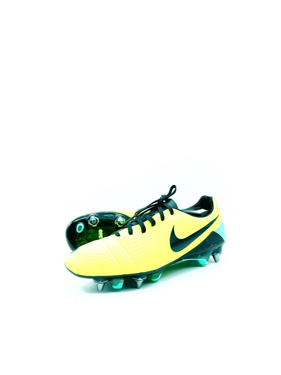Image of Nike Ctr360 Maestri Yellow SG-pro