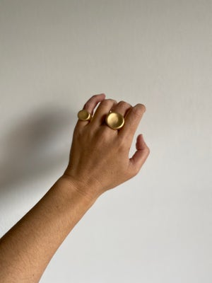 Image of Palette Signet Ring Small (Matte gold)
