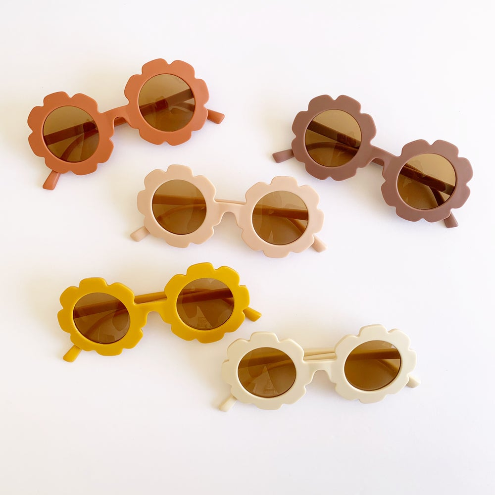 Image of Matte Neutral Flower Sunnies
