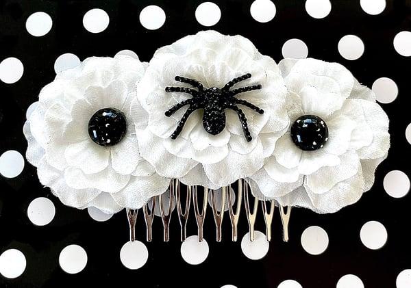 Image of Black Magic Widow Flower Hair Comb - White