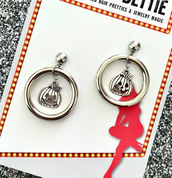 Image of Vintage Jack O' Lantern Hoop Earrings - Silver